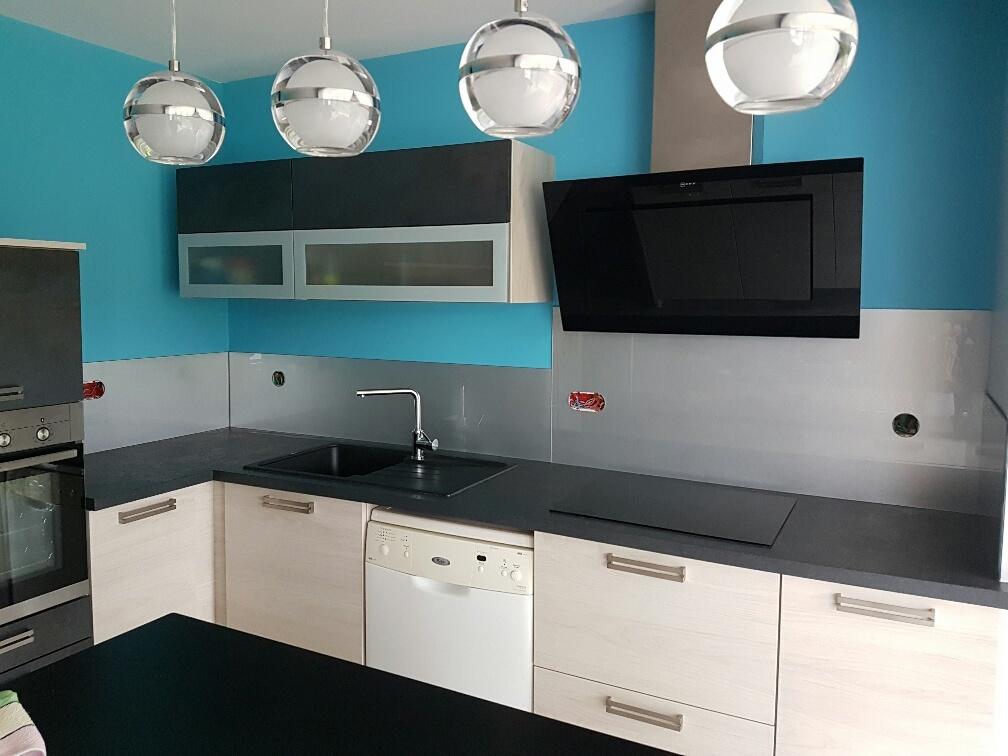 credence fond de hotte stunning crdence fond de hotte verre brillant safran x with credence. Black Bedroom Furniture Sets. Home Design Ideas